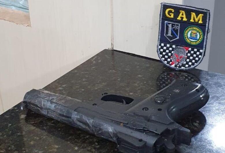 Equipe GAM da GM apreende suspeito com simulacro de pistola