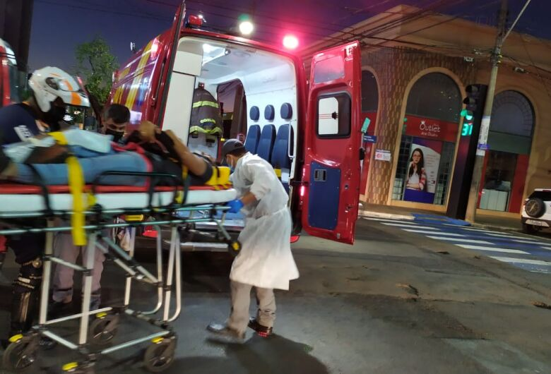 Pedestre sofre fraturas após ser atropelado no Centro