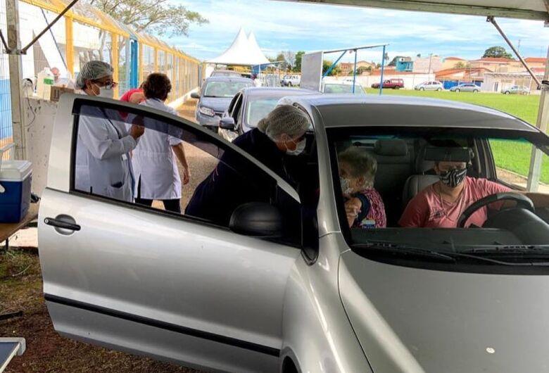 São Carlos começa a vacinar idosos de 65 anos nesta quarta-feira (21)