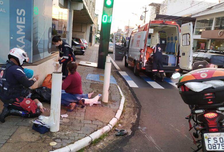 Motociclista sofre fratura exposta após colisão no Centro