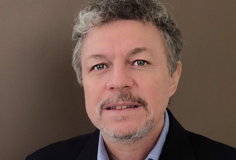 Professor da UFSCar recebe prêmio IEOM Teaching Excellence Award