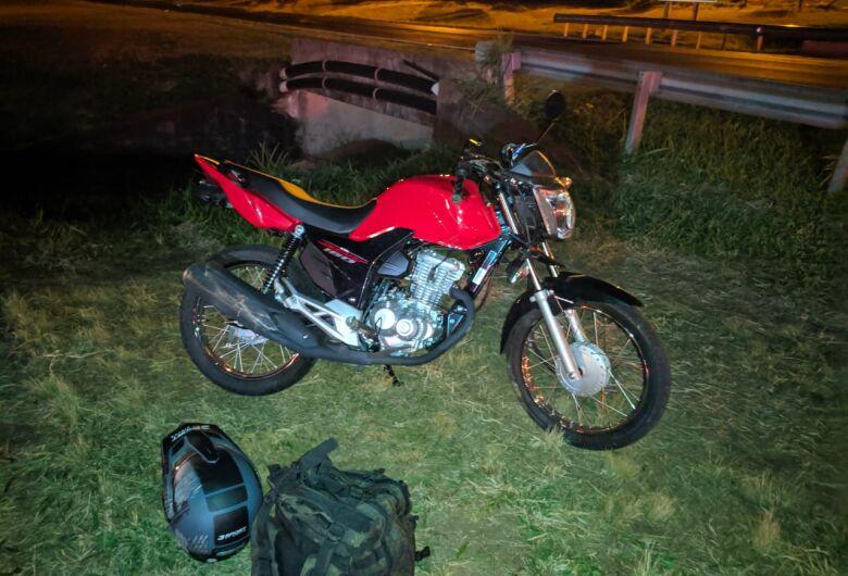 Moto é atingida na traseira por picape na Washington Luís