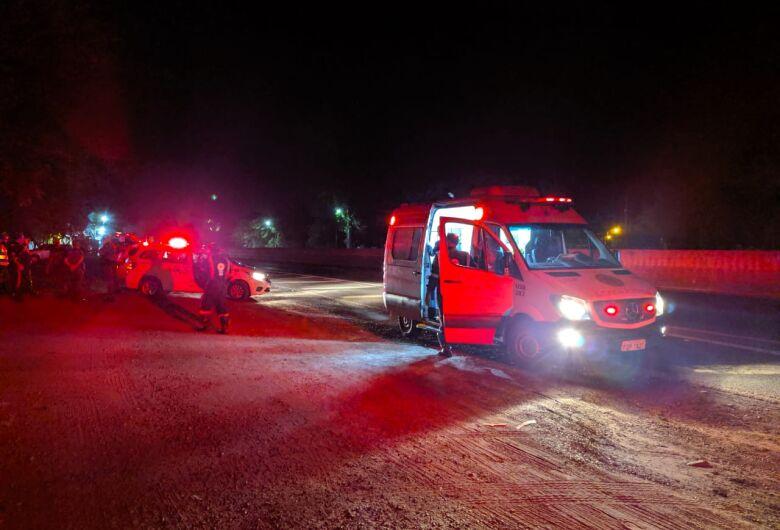 Armado, ladrão rouba ambulância do Samu e sequestra casal em São Carlos