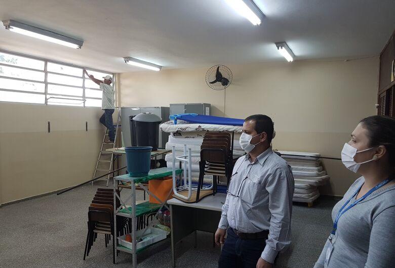 Roselei vistoria obras de escolas municipais em Água Vermelha e no Pacaembu