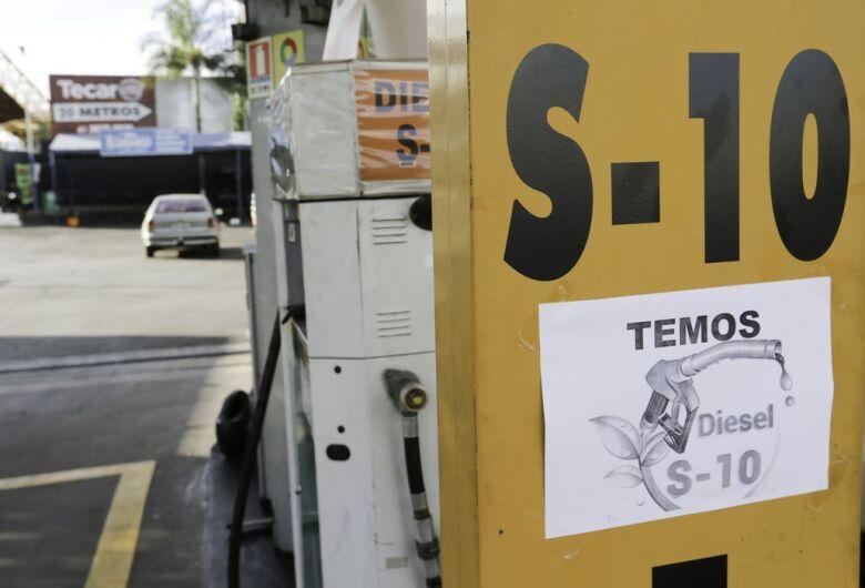 Petrobras reduz preço do diesel nas refinarias em R$ 0,08