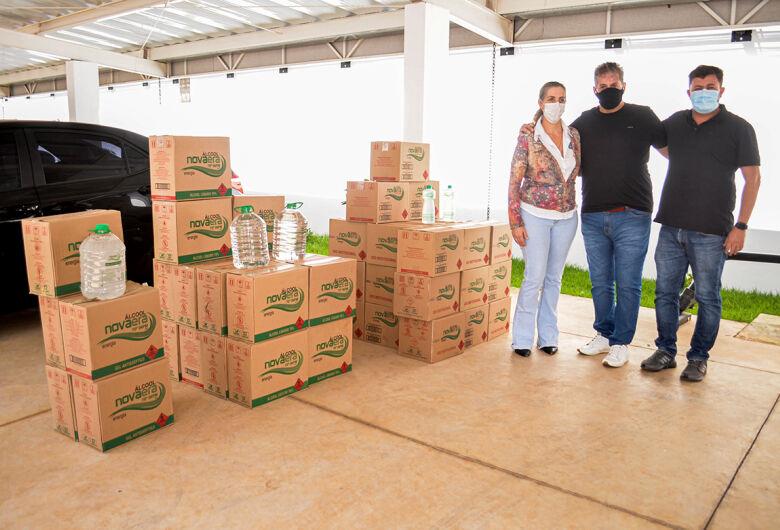 Prefeitura recebe doação álcool 70º da Destilaria Nova Era