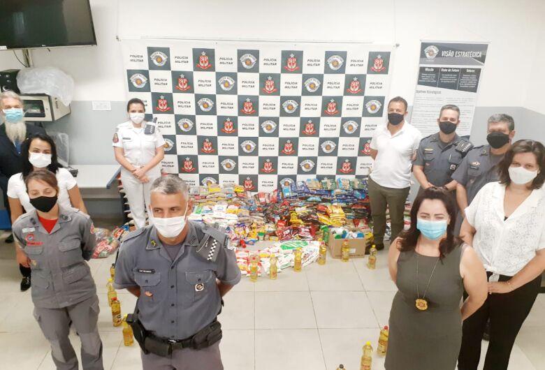 """Polícia Militar repassa alimentos para a campanha """"Vacina contra a fome"""""""
