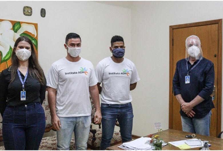 Instituto ADN doa anestésicos para Santa Casa de São Carlos