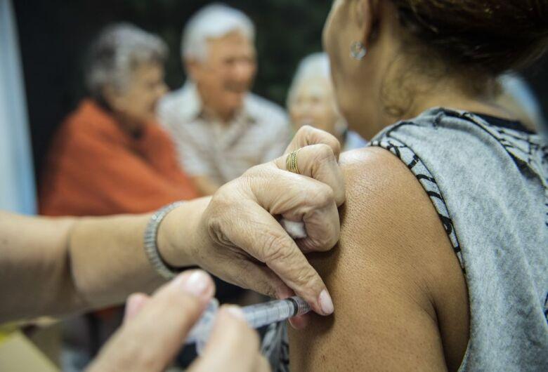 Vacinação contra a gripe começa nesta segunda-feira, 12