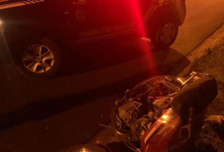 Para evitar abordagem da GM, motociclista foge em alta velocidade