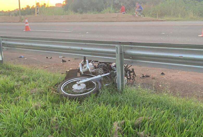 Motociclista perde a vida em acidente na SP-255