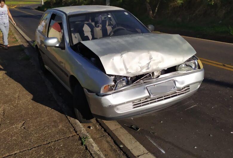 Gestante fica ferida após colisão entre veículos em estrada municipal
