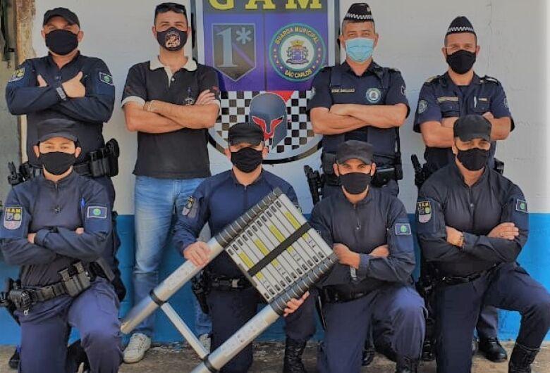 Guarda Municipal recebe doação de uma escada telescópica