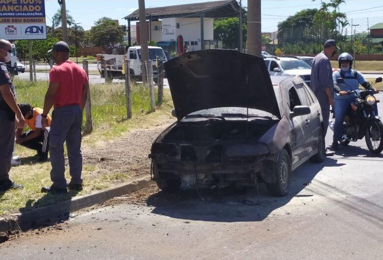 Fogo consome motor de veículo na região da Unicep