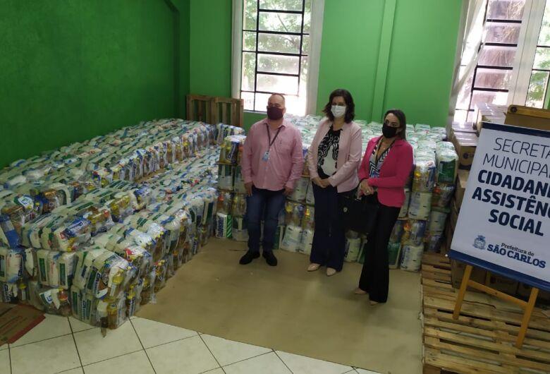 Suzantur doa mais de 11 toneladas de alimentos à Prefeitura Municipal