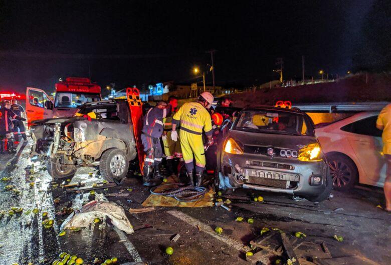 Grave acidente envolve 9 veículos na Washington Luis, em São Carlos; veja fotos