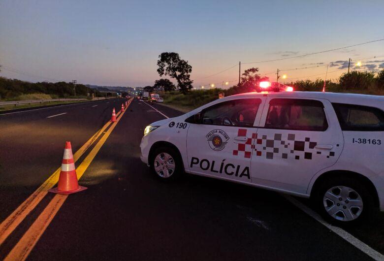 Skatista morre atropelado na rodovia SP-318; veja fotos
