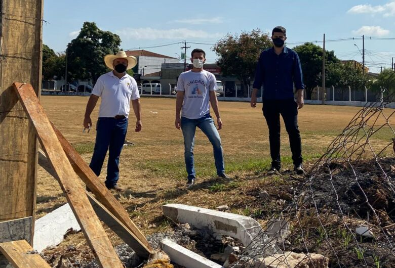 Vereadores questionam gastos para reforma de campo de futebol no Jardim Paulistano