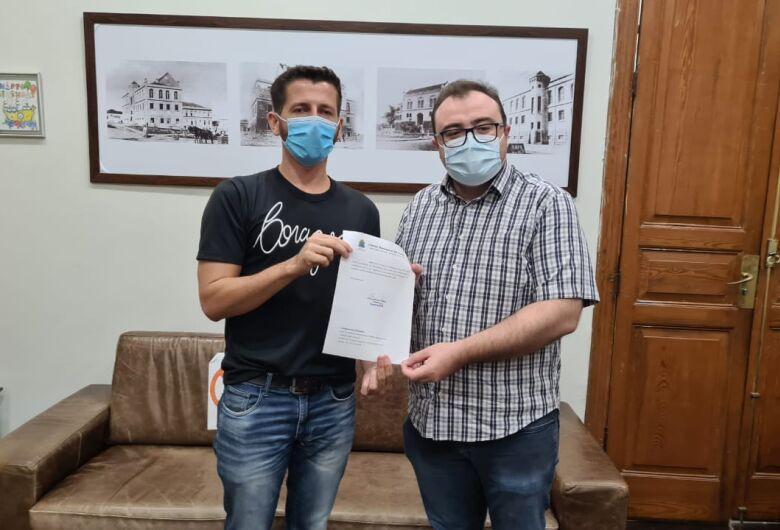 Vereador Elton pede R$ 500 mil a deputado Marcos Pereira para cirurgias eletivas