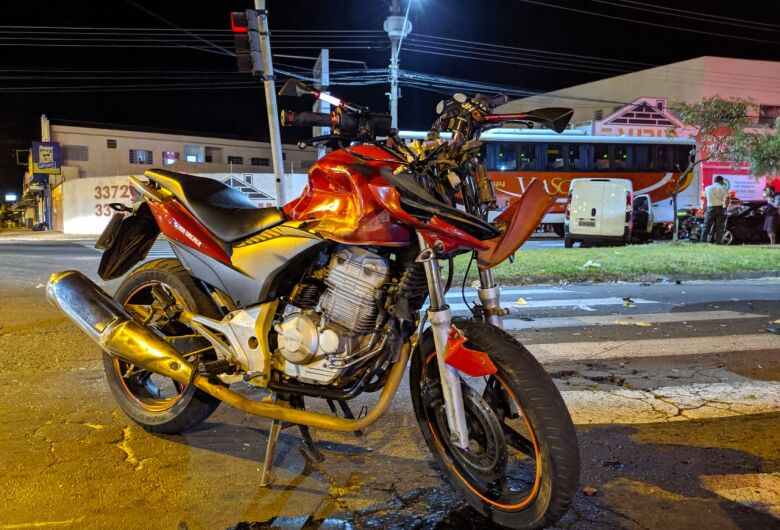 Acidente deixa casal gravemente ferido no Santa Felícia; veja fotos