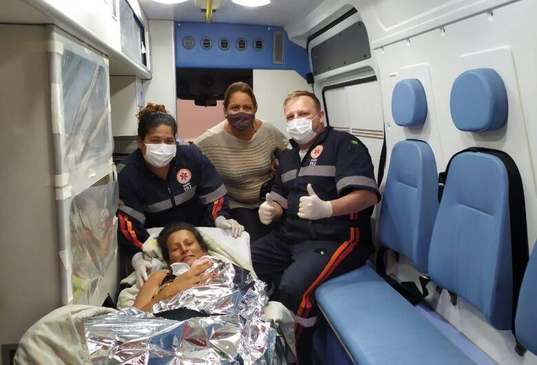 Bebê nasce dentro de ambulância do Samu, em São Carlos