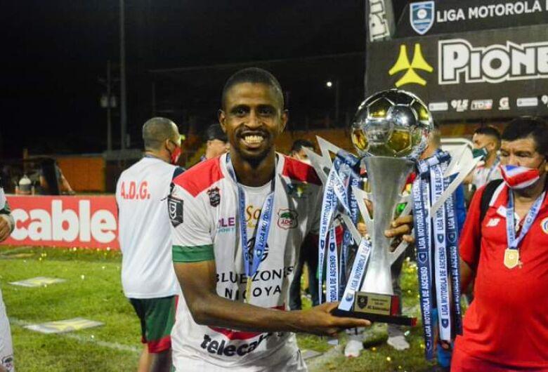 São-carlense faz história no futebol na Costa Rica e ajuda time a conquistar acesso na divisão de elite