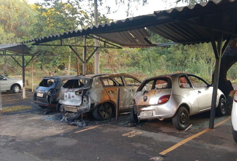 Ex de cabeleireiro pode ter ateado fogo em veículos no Jardim Botafogo