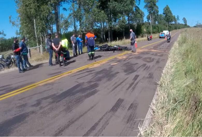 Colisão frontal entre motos mata duas pessoas perto de Itirapina