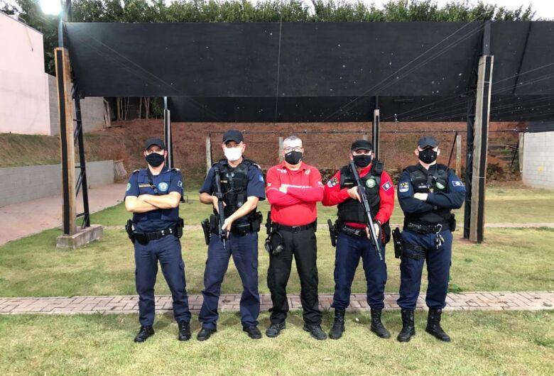Agentes da Guarda Municipal de São Carlos participam de treinamento no Clube de Tiro C.A.T.E. Valenti