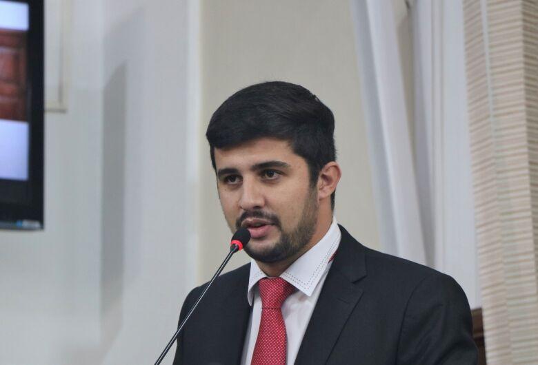 Vereador Bruno Zancheta propõe projetos na área da educação