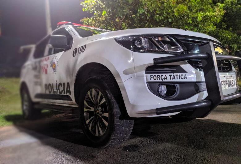 """Procurado pela Justiça é preso pela Força Tática em """"ponto de venda"""" de drogas"""