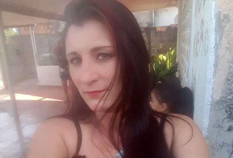 Mulher é assassinada em motel