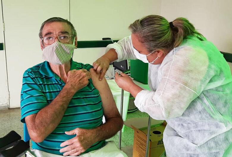 Saúde de Ibaté inicia vacinação de pessoas com comorbidades de 45 a 49 anos