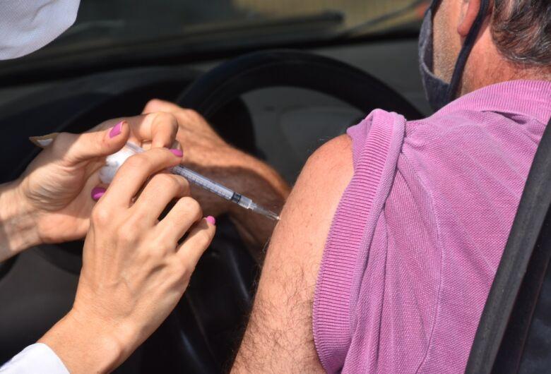 Vacinação de pessoas com comorbidades continua nesta quarta-feira (12)