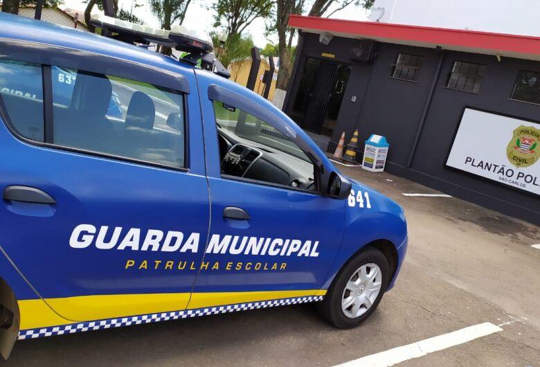 Homem é detido após agredir namorada em posto de combustíveis