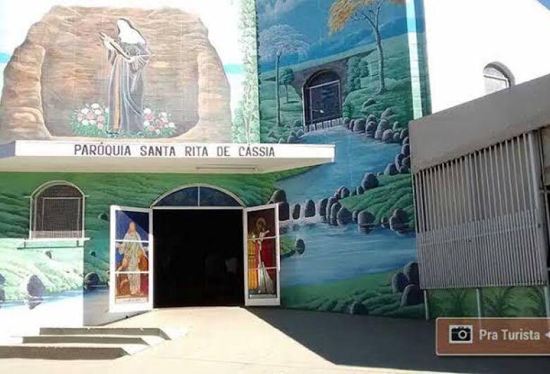 Igreja Santa Rita de Cássia comemora dia da padroeira com bolo e rosas