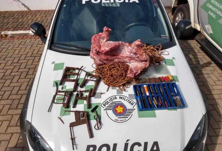 Polícia Ambiental cumpre mandado e apreende capivara morta em geladeira
