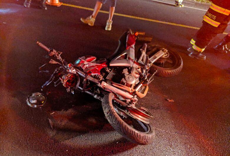 Colisão frontal mata motociclista na SP-318