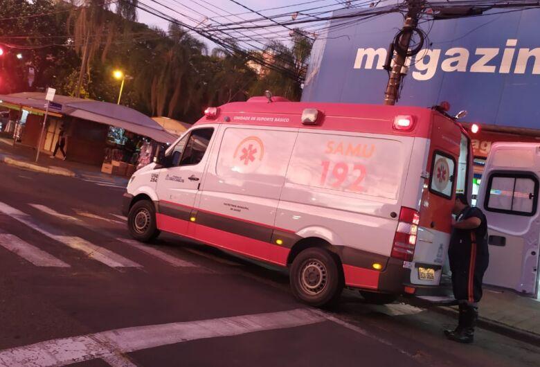 Motociclista fica ferida após sofrer queda na avenida São Carlos