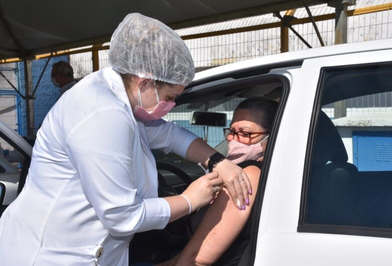 Covid-19: São Carlos inicia vacinação de gestantes sem comorbidades, aeroviários, PCD e profissionais da educação com 45 ou mais