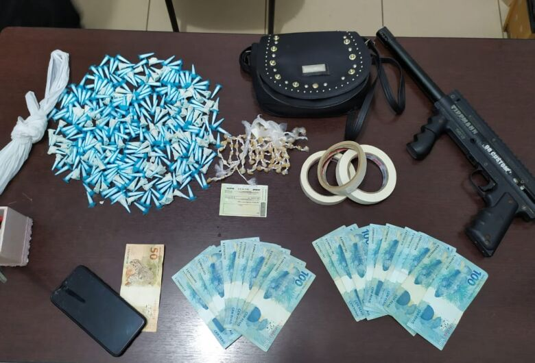 Operação apreende drogas e objetos de origem suspeita no Jardim Gonzaga