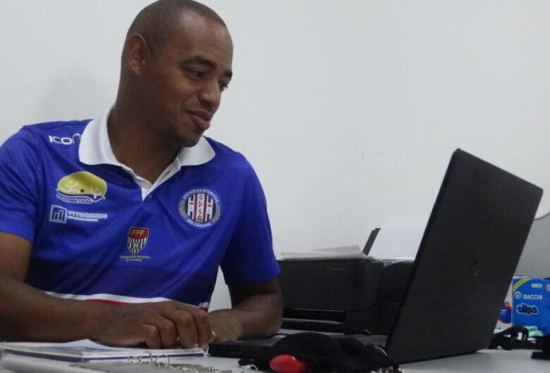 Após exames clínicos, atletas do Grêmio iniciam trabalhos com bola