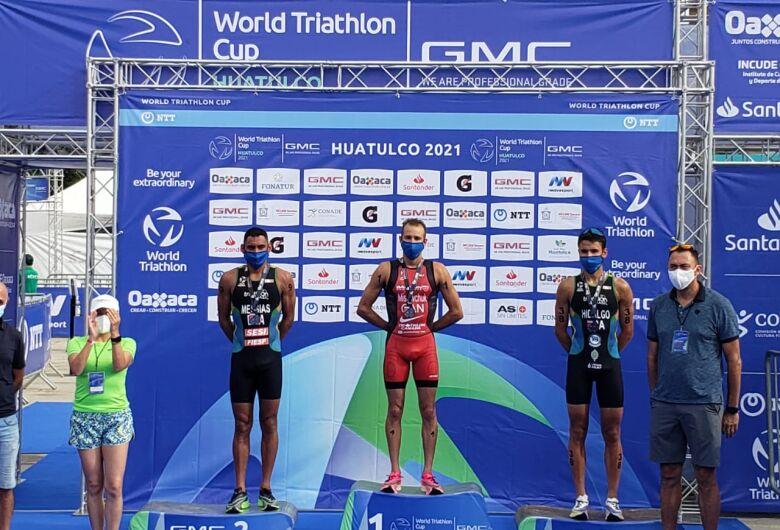 Triatletas do Sesi São Carlos conquistam medalhas de ouro e prata em provas realizadas no Brasil e no México
