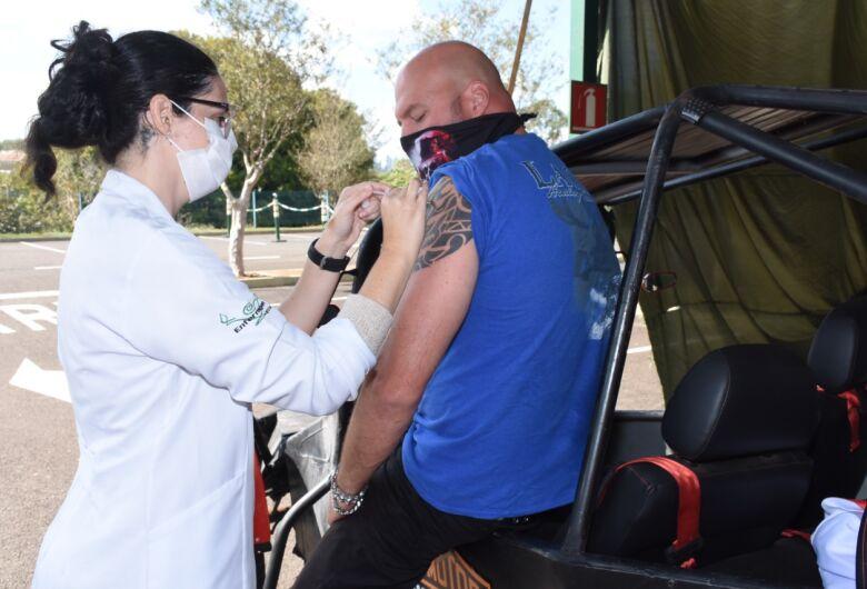 São Carlos realiza plantão de vacinação contra a Covid-19 neste sábado (31)