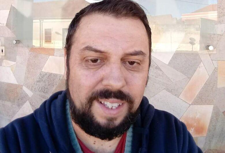 Vítima da Covid-19, morre na Santa Casa o radialista Eduardo Precaro