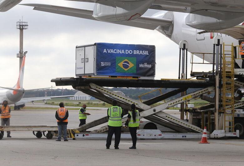 Butantan deve receber no sábado mais 6 mil litros de IFA