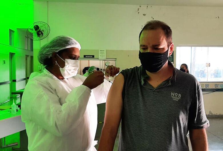 Ibaté antecipa vacinação contra Covid-19 em pessoas com 58 e 59 anos para esta terça-feira (15)