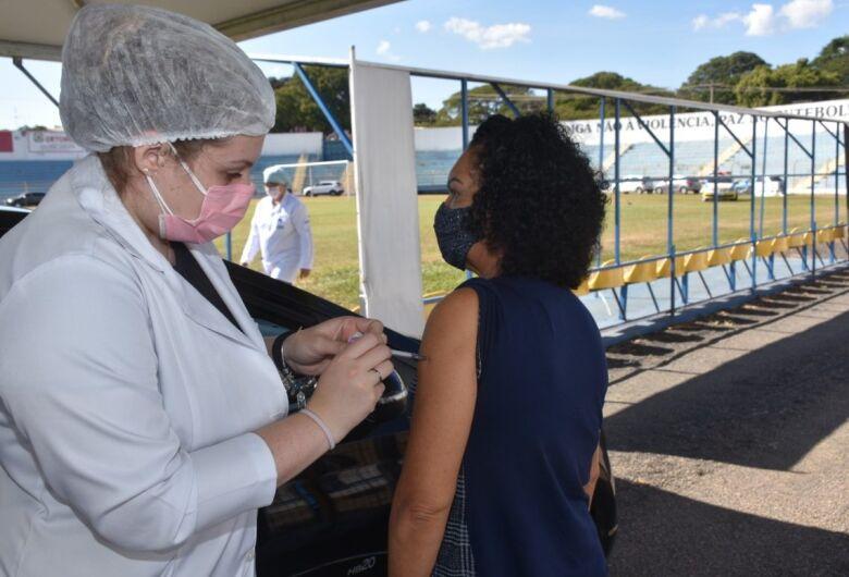 Posto volante de vacinação contra a Covid-19, Luisão é palco de jogos da Série B