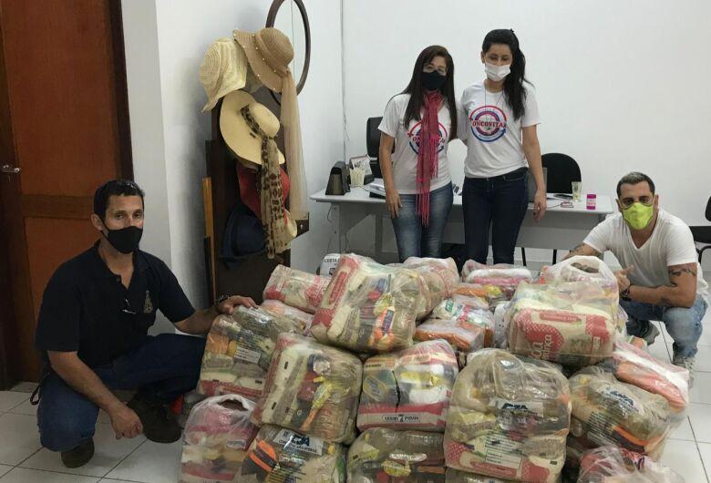 """Pacientes da Oncovita recebem doação de """"Amigos Contra a Fome"""""""