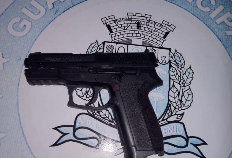 Após discussão no Parque do Kartódromo, homem saca simulacro de pistola e faz ameaça a desafeto